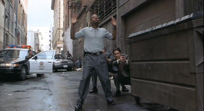 Бриллиантовый полицейский кадр 2