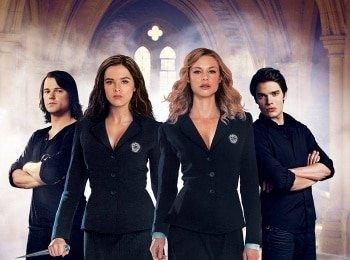 Академия вампиров в 12:00 на канале