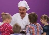 программа ЕДА: Дети, за стол! Салат из шпинатной пасты с овощами