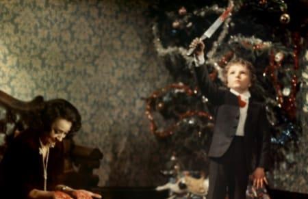 кадр из фильма Кроваво-красное