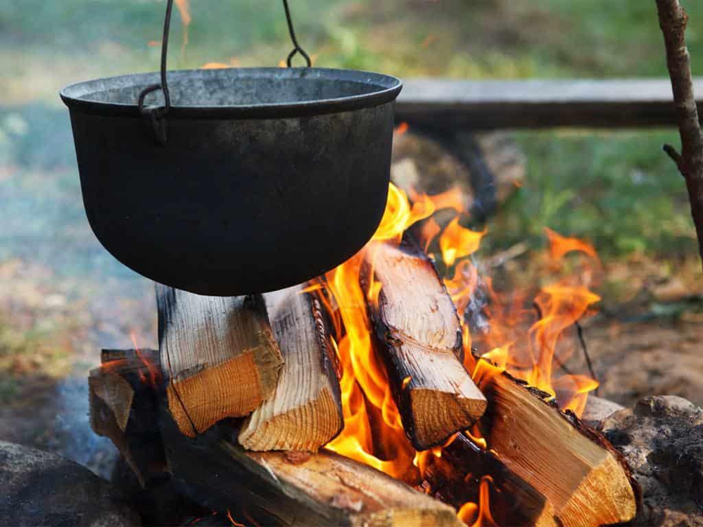 программа Мужской: Кухня на свежем воздухе Шеф повар Станислав Бумболь Форель, запечённая на досках