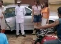 программа Индия ТВ: Мистер в черном и мистер в белом
