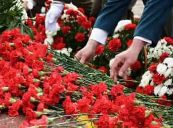 программа Первый канал: Москва Возложение цветов к Могиле Неизвестного Солдата у Кремлевской стены в день 80 летия начала Великой Отечественной войны