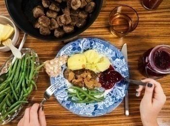 программа ЕДА: Моя шведская кухня Картофельные котлеты с копчеными сосисками Бефстроганов из копченых сосисок