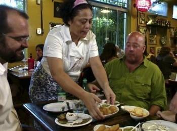программа Телепутешествия: Необычная еда Гастрономические путешествия Луисвилл