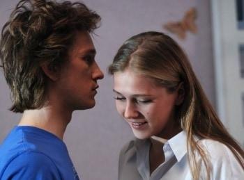 Поцелуй сквозь стену в 17:35 на ТВ 1000 русское кино