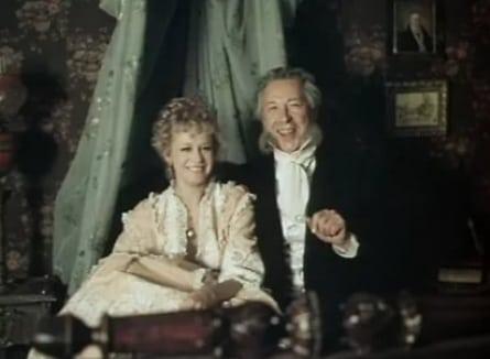 Чужая жена и муж под кроватью кадры