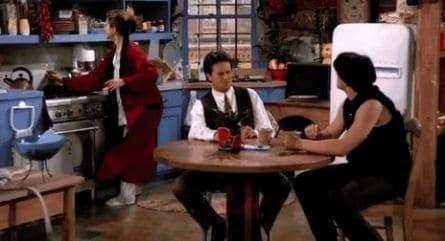 программа Супер: Друзья 109 серия Эпизод с рабочим смехом Чендлера