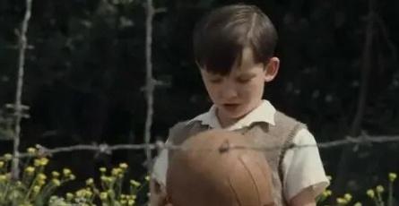 Мальчик в полосатой пижаме кадры