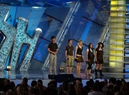 Музыкальный фестиваль Голосящий КиВиН фильм , кадры, актеры, видео, трейлеры, отзывы и когда посмотреть | Yaom.ru кадр
