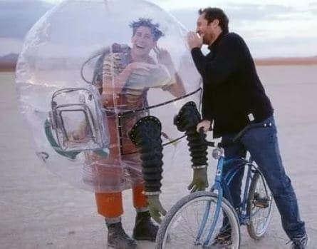 Парень из пузыря кадры