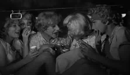 В джазе только девушки, или Некоторые любят погорячее в 22:00 на канале