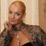 Анастасия Волочкова выбрала автомобиль для своей свадьбы