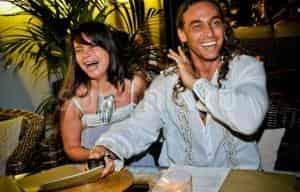 Королева и Тарзан отмечают годовщину в бане