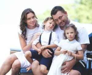 Сергей Жуков показал семейную жизнь