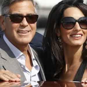 1 месяц отроду и уже в самолет: Джордж Клуни с женой и детьми улетел на отдых