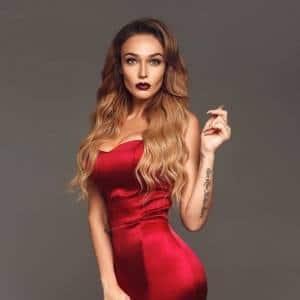 Алена Водонаева на Бали без лифчика