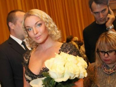 Анастасия Волочкова впечатлила Церетели глубоким декольте