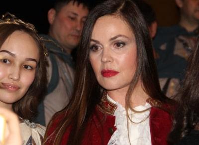 Андреева выступила против масок и попала на видео