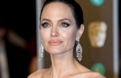 Анджелина Джоли решила покинуть Голливуд и начать жизнь с чистого листа
