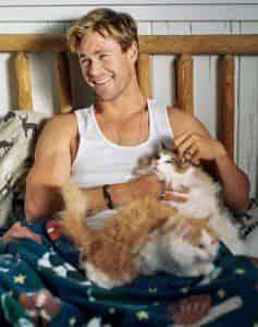 Крис Хемсворт показал любовь к котикам