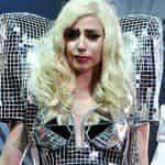 Леди Гага влезла в драку фанатов
