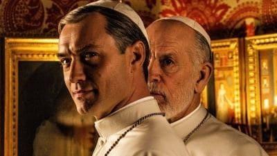 Джуд Лоу на фото со съёмок спин оффа Молодого Папы