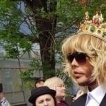Это моя защита: Зверев явился в суд в короне