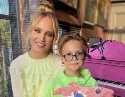 Глюкоза показала фото с младшей дочерью — но кажется, что это младшая сестра