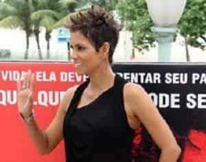 Холли Берри сверкнула в Рио- де-Жанейро