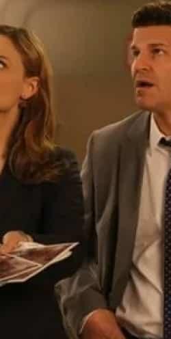 кадр из фильма Кости