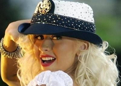 Кристина Агилера рухнула с лестницы во время концерта в Санкт Петербурге