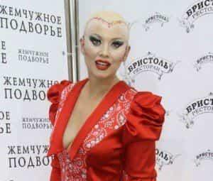 Лена Ленина обрилась наголо