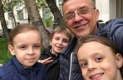 Жуков пригрозил отобрать детей