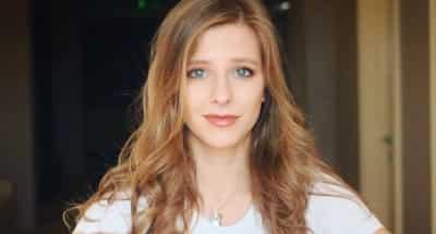 Лиза Арзамасова вышла на сцену театра, не скрывая беременности
