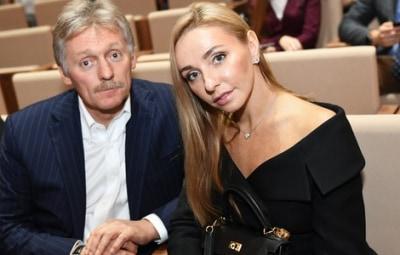 Песков и Навка поздравили россиян с наступающим Новым годом