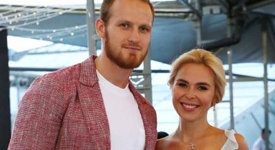 Пока еще муж: Телегин не подает на развод с Пелагеей ради самопиара