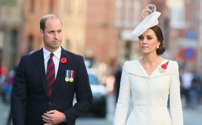 Принц Уильям и Кейт Миддлтон опубликовали новое фото дочери Шарлотты с бабочкой в руках