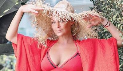 С Новым годом!: Анастасия Волочкова вышла на улицу в нижнем белье