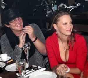Супруга Дмитрия Диброва выставила грудь напоказ