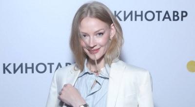 Светлана Ходченкова в классическом брючном костюме на премьере фильма Скажи ей в Сочи