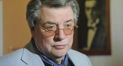 Сын Александра Ширвиндта прокомментировал сообщения об операции у отца