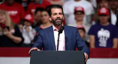 Сын Трампа отомстил Алеку Болдуину мерчем со скандальной надписью