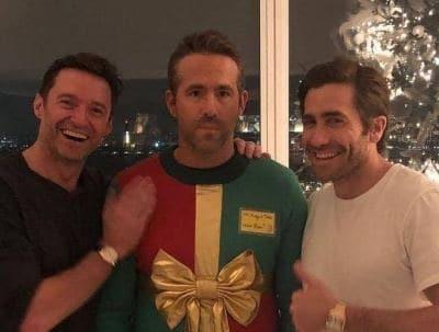 Хью Джекман и Джейк Джилленхол высмеяли Райана Рейнольдса в уродливом свитере