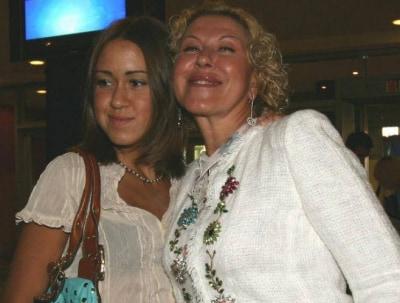 Я не твоя дочь, ты монстр: наследница Успенской сорвалась на королеву шансона из за ее фото в Сети